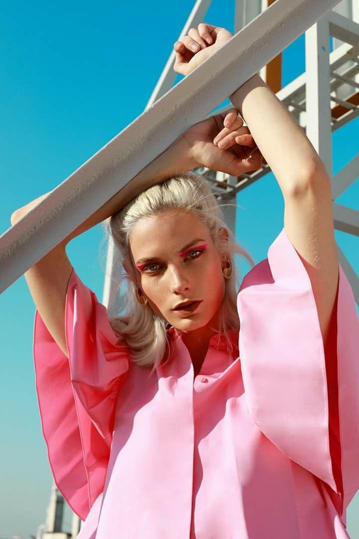 Fotografía: Lea Farren Make Up: Cristina Lobato Estilismo: Cristina Esmoris Modelo: Juliana M. Ohneberg