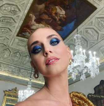 Sombras azules: incorpora el color del 2020 en el maquillaje de ojos